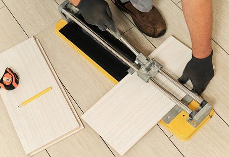 Резка плитки: ручной плиткорез, как пользоваться, чем резать, инструмент, можно ли болгаркой керамическую половую, керамогранит