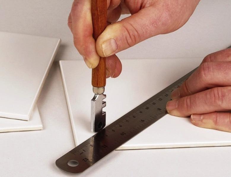 Как отрезать стекло без стеклореза? как разрезать кусок стекла в домашних условиях? чем можно порезать стеклянную бутылку?