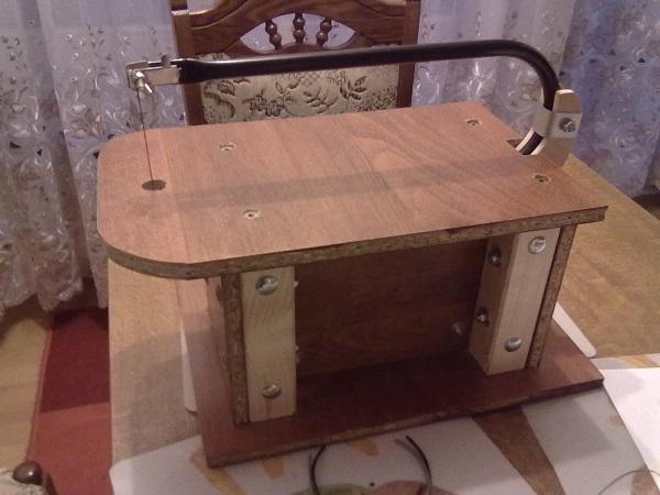 Самодельный лобзиковый станок из старого электролобзика ( 38 фото )