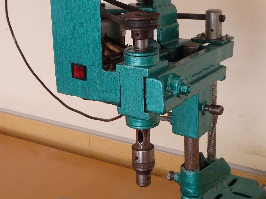 Фрезерные станки по металлу (51 фото): ручные мини-фрезеры для домашней мастерской и универсальные, другие виды, оснастка