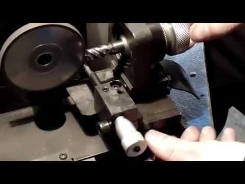 Заточка фрез по дереву: видео-инструкция по монтажу своими руками, особенности заточных станков, цена, фото
