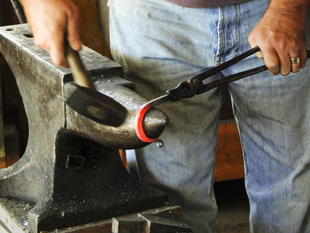 Обустройство гаража внутри своими руками — как навести порядок, хранить инструменты