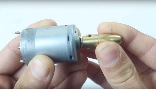 Как сделать мини дрель своими руками?