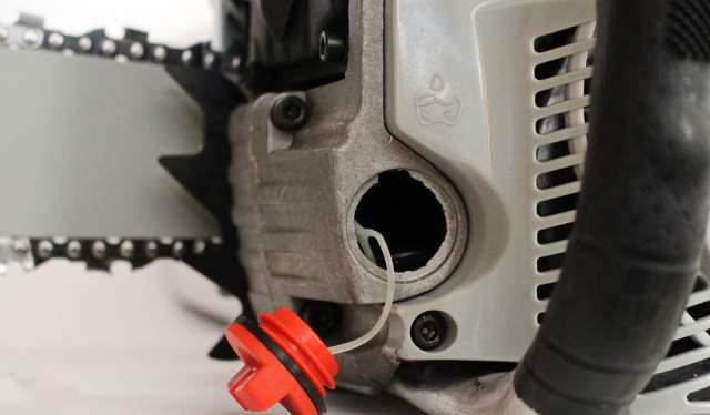 Масляный насос бензопилы: что обязательно нужно знать для ремонта, замены, чистки и регулировки подачи масла на цепь, на примере китайской пилы партнер и устройство
