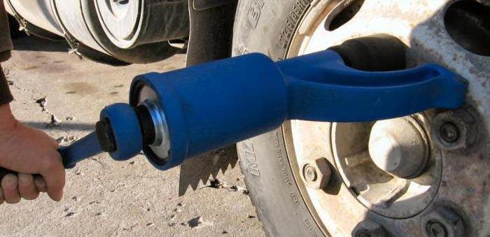 Особенности выбора гайковертов «мясорубка» для грузовых автомобилей