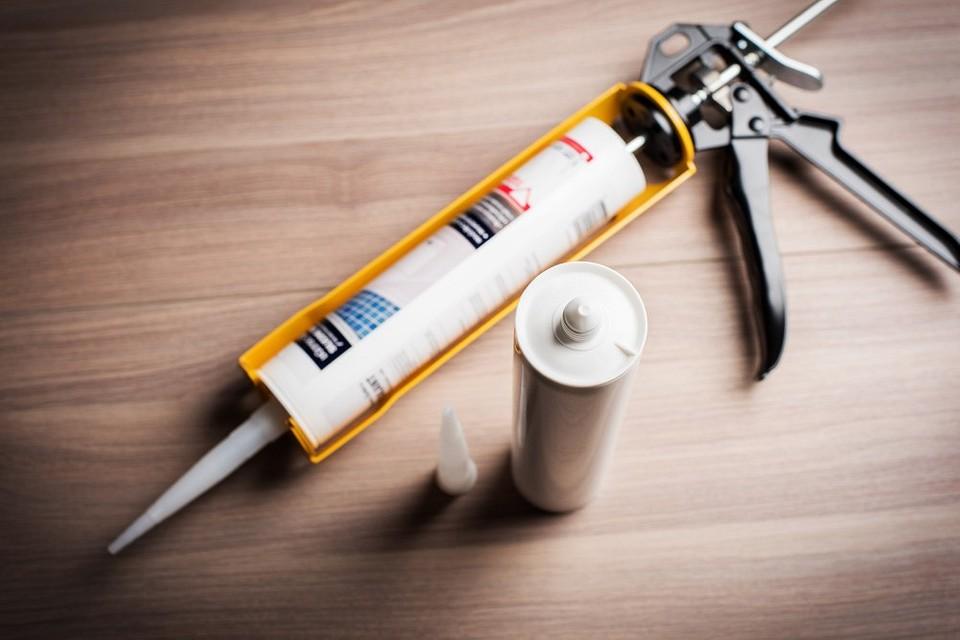 Как без пистолета выдавить герметик — портал о стройке