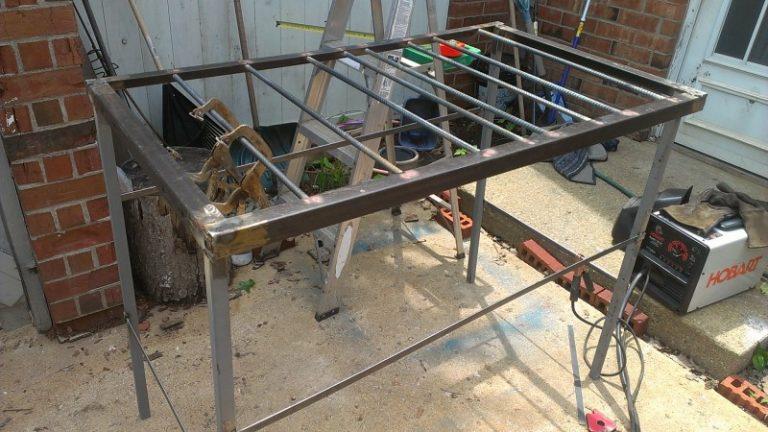 Сварочные столы: с крепежной системой для работ сварщика стоя и поворотные модели, другие виды, их оснастка и размеры