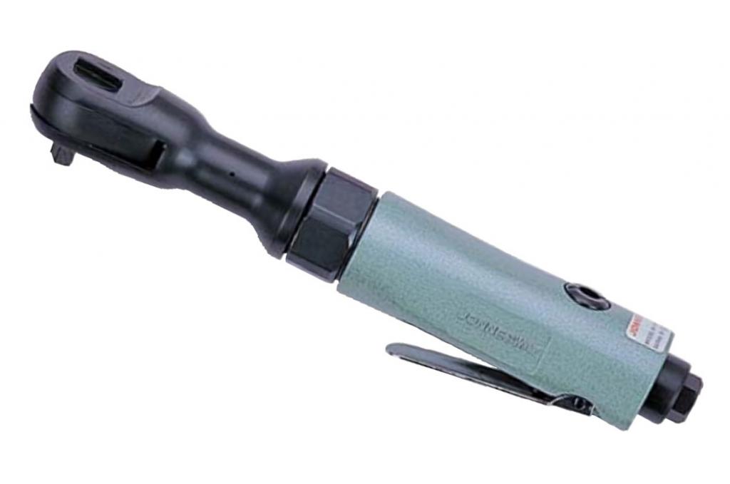 С какой целью в микрометре используется трещотка