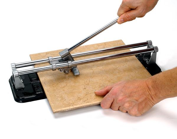 Как пользоваться ручным плиткорезом: устройство, как резать кафельную плитку и керамогранит, инструкция по применению, видео, секреты