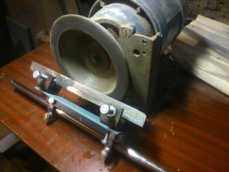 Нож для электрорубанка - важная деталь в работе плотника.
