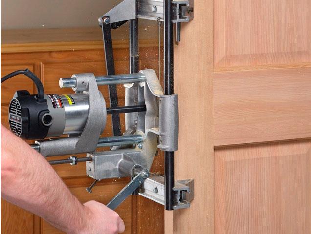 Врезка замков фрезером в межкомнатные двери
