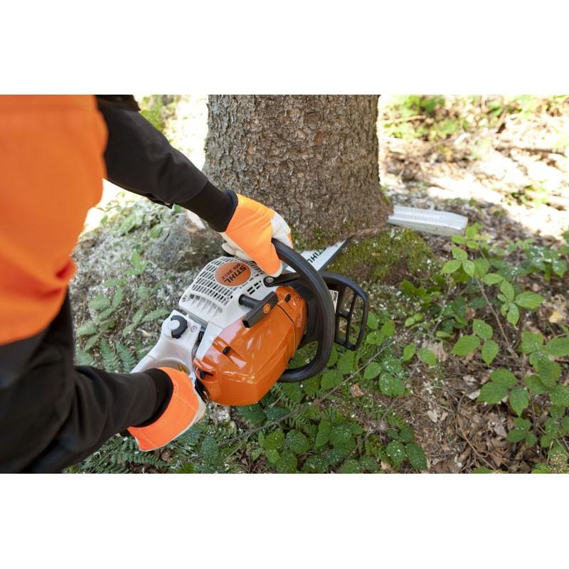 Как пользоваться бензопилой и пилить деревья в нужном направлении