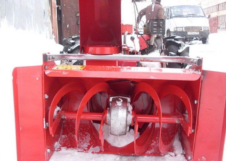 Снегоуборщик для мотоблока «нева»: советы по выбору снегоуборочной приставки и насадки на мотоблок. как его присоединить к машине для уборки снега?
