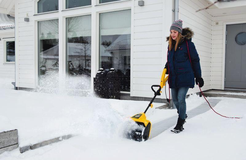 Топ 10 электрических снегоуборщиков для дома: рейтинг лучших по цене и качеству