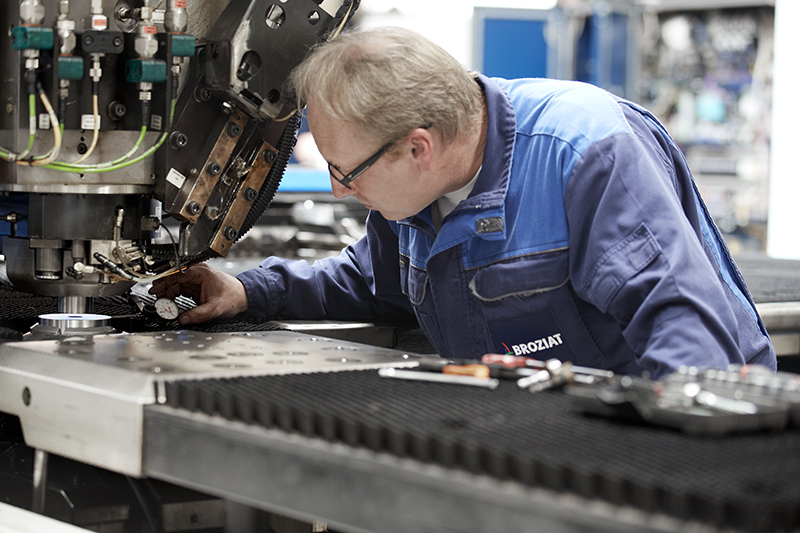 Особенности технического обслуживания токарно-винторезного станка | статьи и новости ооо «завод спецстанмаш»