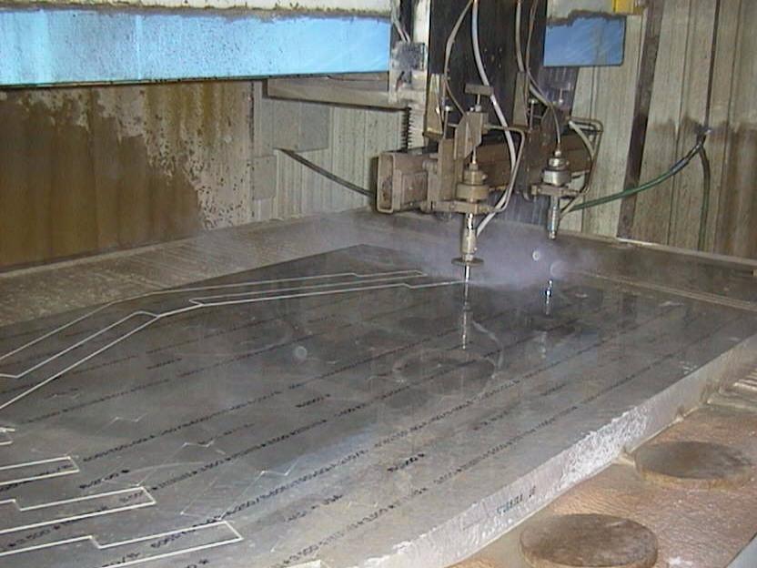 Гидроабразивная резка - стеклообрабатывающее оборудование