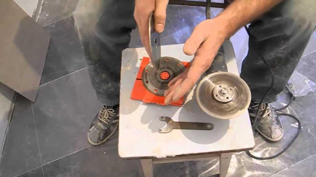 Как резать плитку болгаркой: каким диском можно разрезать керамическое и кафельное изделие