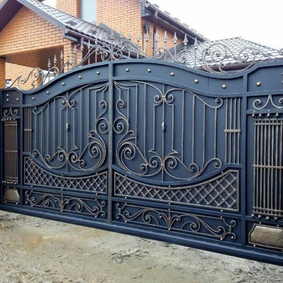 Кованые откатные ворота (31 фото): ворота с элементами ковки, комбинированные варианты с добавлением профлиста