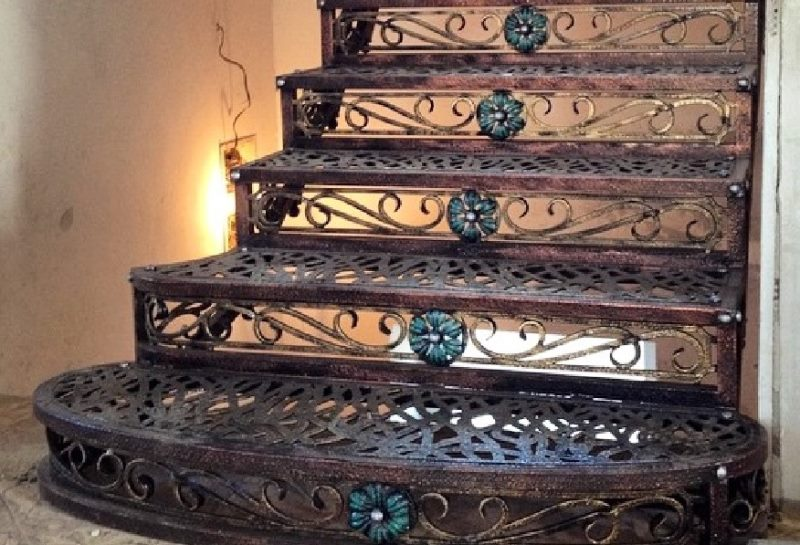 Винтовая лестница (50 фото): эффектные интерьерные решения