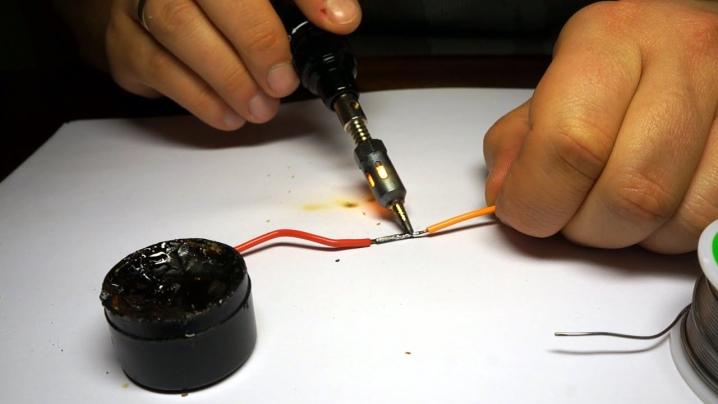 Как спаять детали без паяльника: пайка в домашних условиях проводов и плат с применением подручных средств