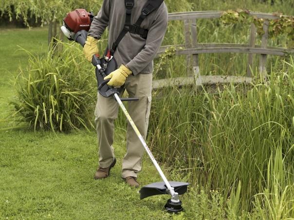 Как правильно косить траву триммером?