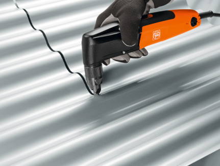 Чем резать металлочерепицу: насадка-ножницы на дрель для резки металла, описание особенностей, плюсов и минусов