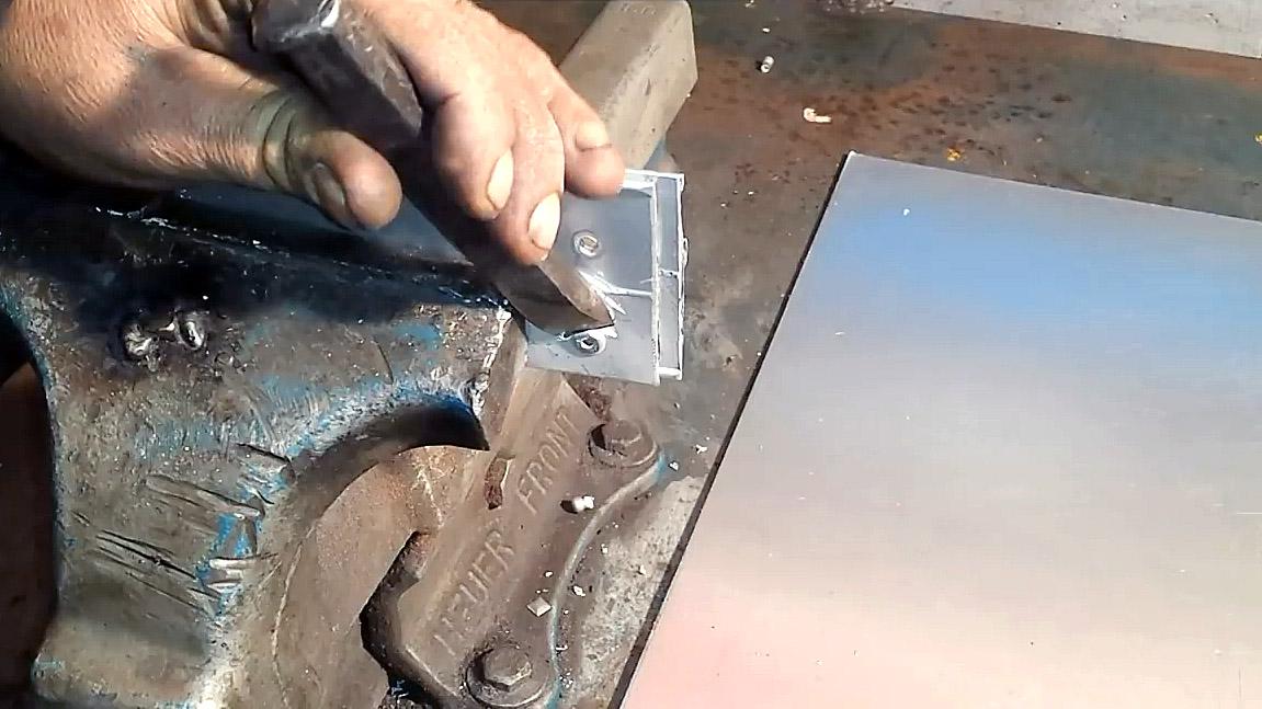 Как снимать заклепки? как снять их с металла без заклепочника болгаркой? как высверлить дрелью и убрать зубилом? описание всех способов снятия заклепок
