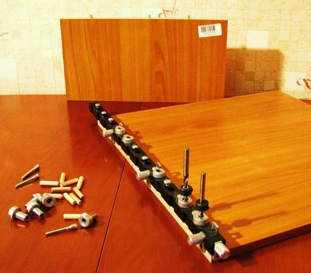 Мебельные кондукторы: виды шаблонов для сверления отверстий в мебели под конфирмат, универсальный кондуктор для эксцентриковых стяжек и другие модели