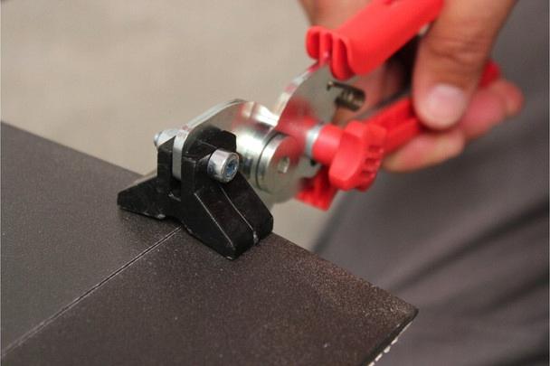Видео резки плитки электрическим плиткорезом - вместе мастерим