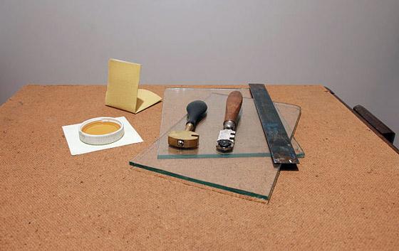 Как отрезать стекло без стеклореза: способы, нюансы, инструменты