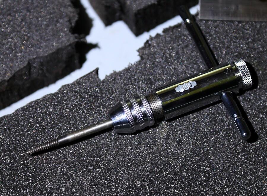 Как выкрутить сломанный болт — лучшие способы и практические советы как вытащить сломленную шпильку или болт (90 фото)