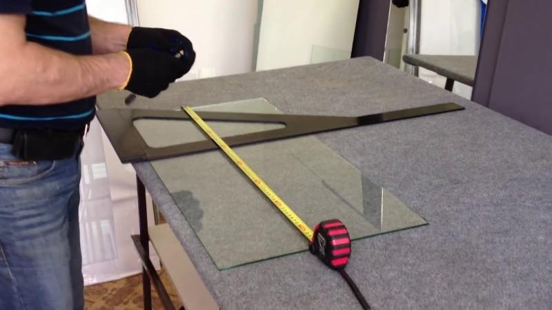 Как правильно резать стекло в домашних условиях со стеклорезом и без (видео)