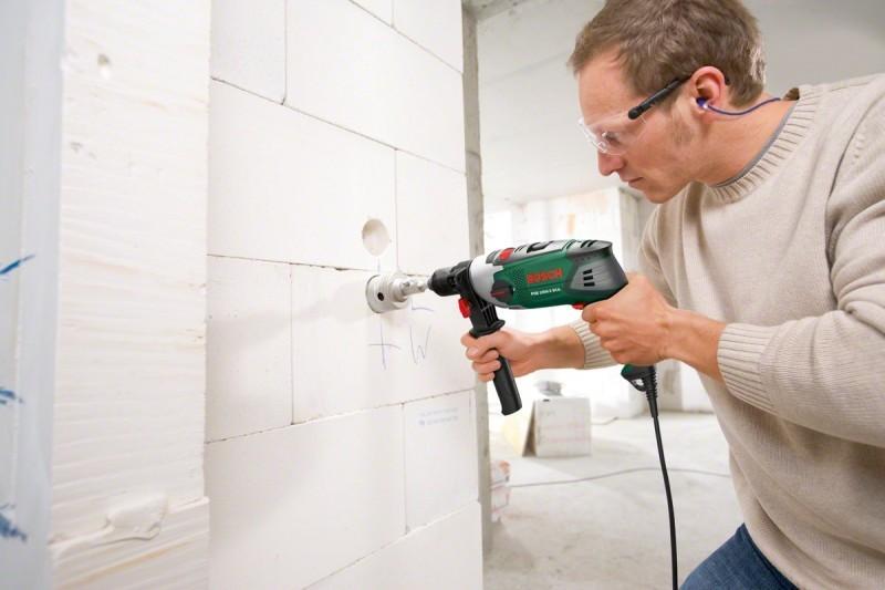Как просверлить бетонную стену перфоратором?