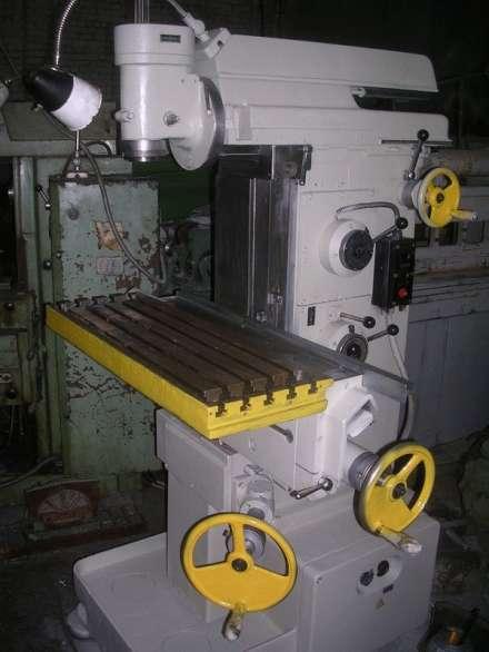 Фрезерный станок широкоуниверсальный инструментальный сф-676