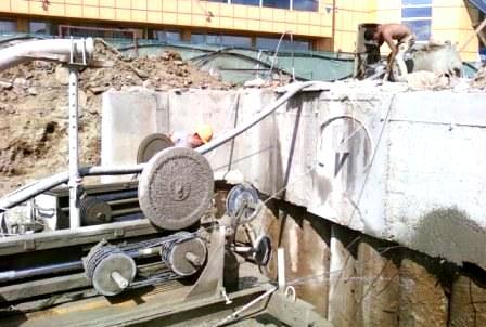 До чего технологии дошли: как алмазным канатом режут бетон словно сыр