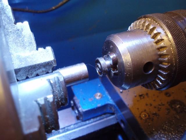 Как делают накатку на токарном станке