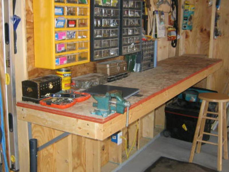 Верстак в гараж своими руками: особенности конструкции, фото
