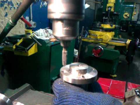 Как нарезать резьбу в отверстии, используя магнитный сверлильный станок