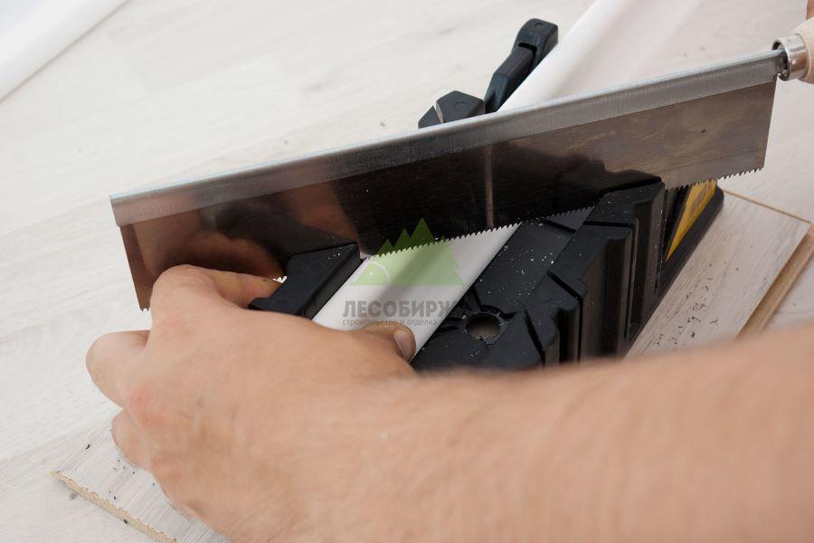 Как вырезать угол потолочного плинтуса – проверенные способы и методы