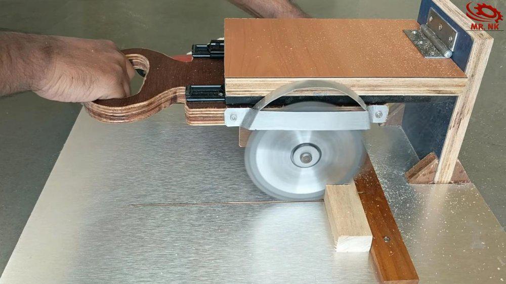 Торцовочная пила, выполненная своими руками из дисковой