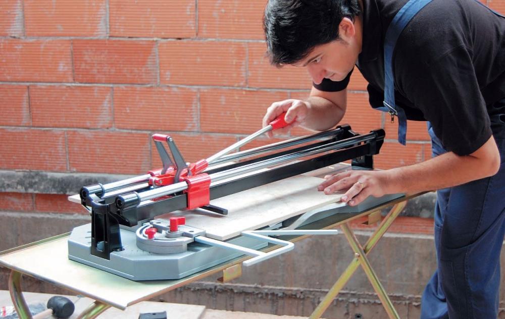 Как пользоваться плиткорезом: резка плитки и керамогранита, как сделать инструмент своими руками
