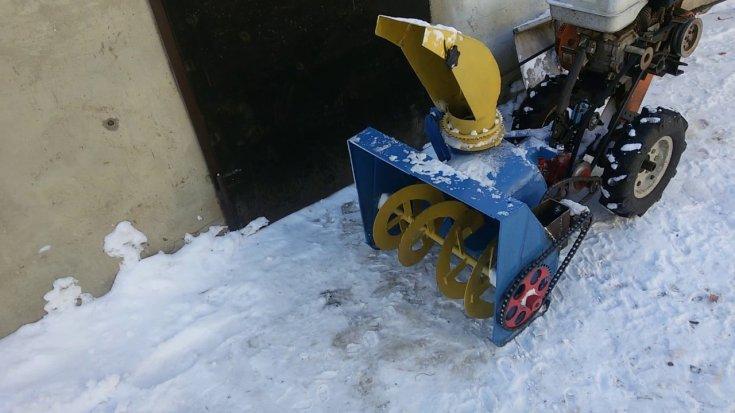 Уборка снега мотоблоком: снегоуборщик из мотоблока ока своими руками из газового баллона, снегоуборочная приставка и снегоочиститель - чертежи