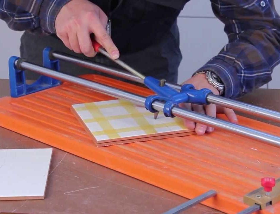 Как выбрать плиткорез ручной для керамогранита и напольной плитки: рейтинг лучших плиткорезов