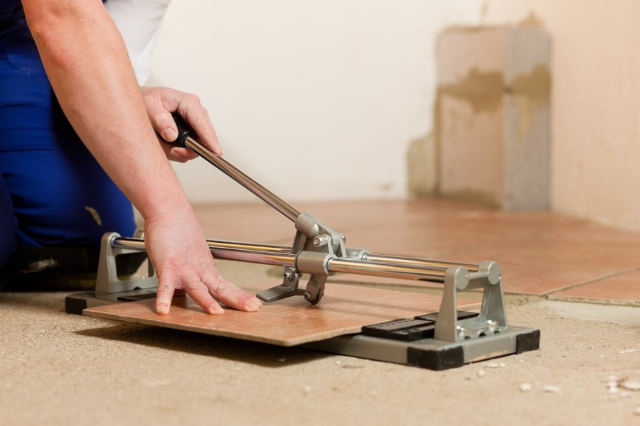 Как резать плитку ручным плиткорезом: секреты, как пользоваться ручным плиткорезом