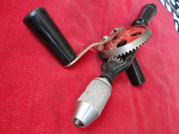 Ручная дрель механическая. привет из ссср.   ремонт и строительство дома