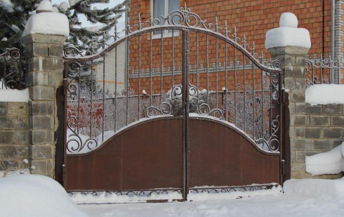 Кованые калитки: фото элегантных металлических конструкций – советы по ремонту