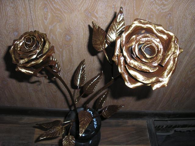 Кованые розы на могилу, на кладбище в москве и области