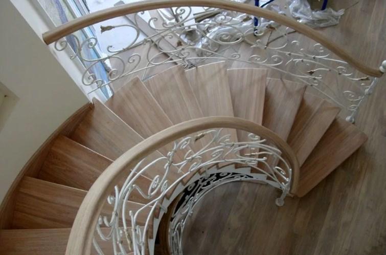 Кованые винтовые лестницы: фото в интерьере