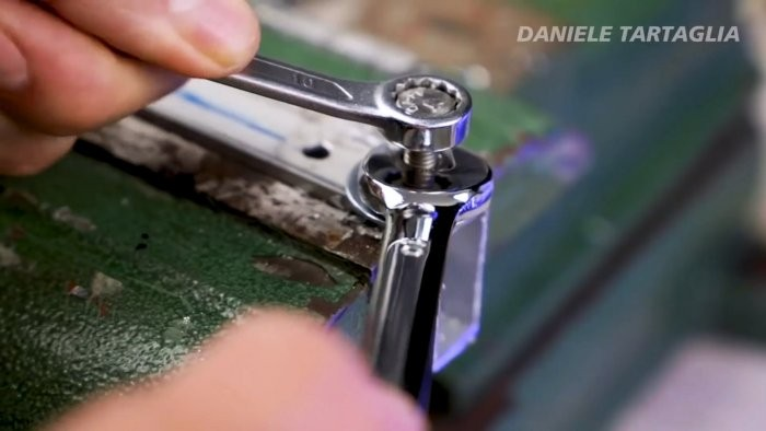 Как разъединить клепку на одежде. как расклепать заклепки, не имея под рукой заклепочника? важные параметры выбора