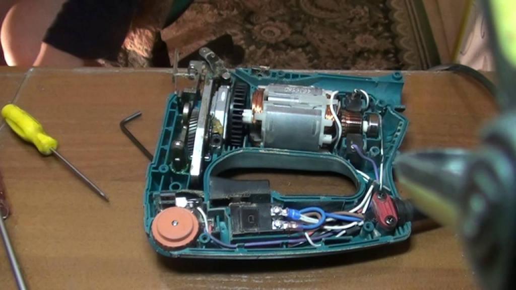 Как вставить пилку в электролобзик: инструкции по замене